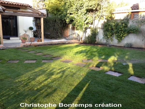 Création gazon en plaques dalles graphite et arrosage Montpellier